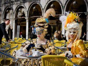 italy-venice-carnival_6018_990x742